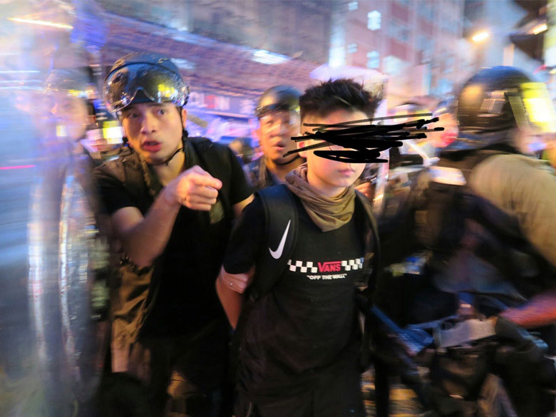 Photo of Hong Kong protesters should be smarter about their messaging apps